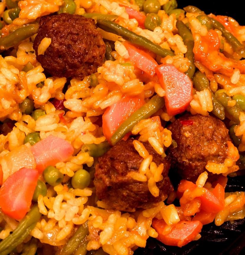 curry gem se reis mit vegetarischen hackfleischb llchen. Black Bedroom Furniture Sets. Home Design Ideas