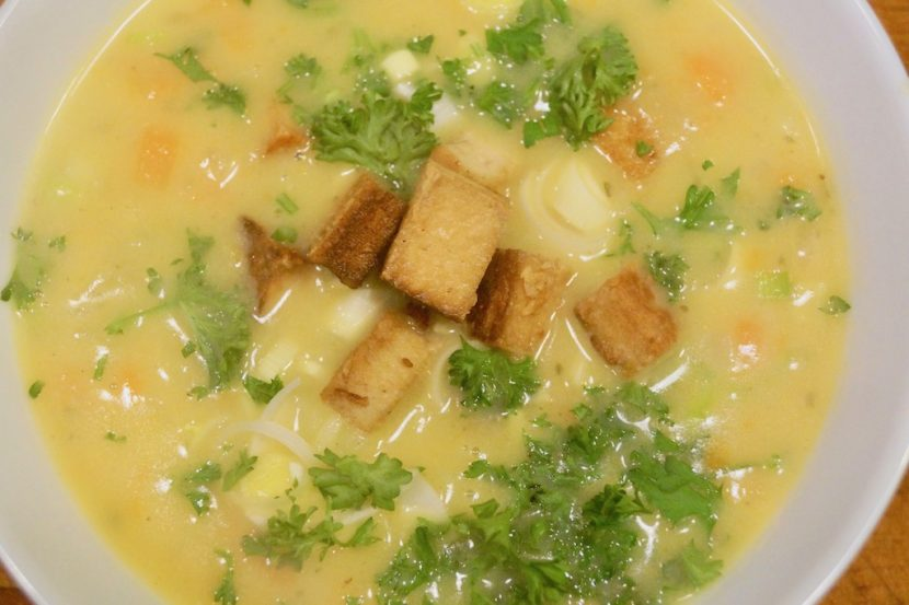 kartoffel karotten suppe mit ger steten tofu w rfeln. Black Bedroom Furniture Sets. Home Design Ideas